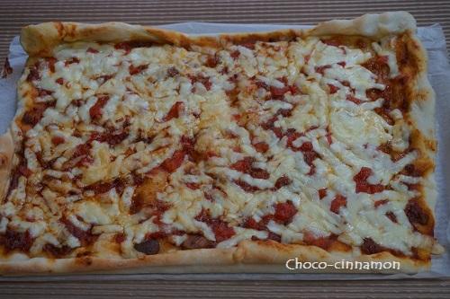 トマトとミートのピザ.JPG