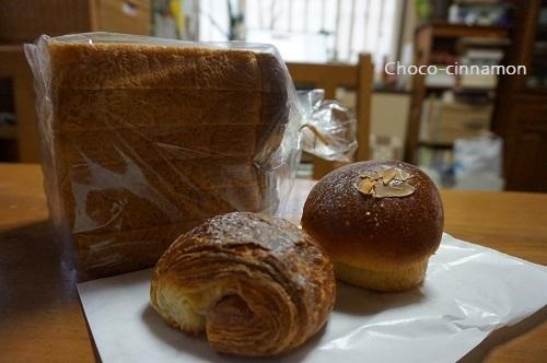 全粒粉食パン、ほうじ茶クリームパン、さくらデニッシュ.JPG