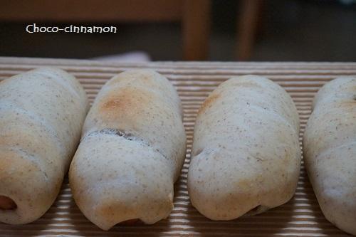自家製いちご天然酵母カレーソーセージパン.JPG